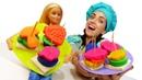 Готовлю игрушкам КАНАПЕ! —Помогаем Барби сделать вкусняшки для вечеринки куклы— Видео для детей