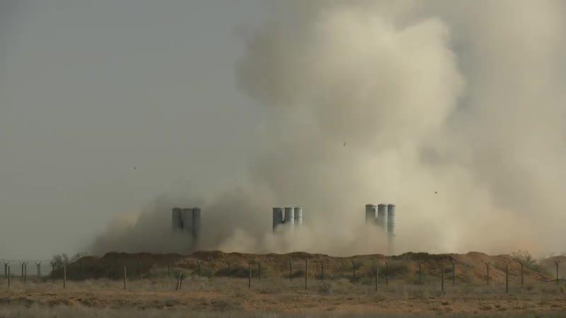Ракетные стрельбы расчетов ЗРС С 300ПМ2 Западного военного округа на полигоне Ашулук в Астрахани
