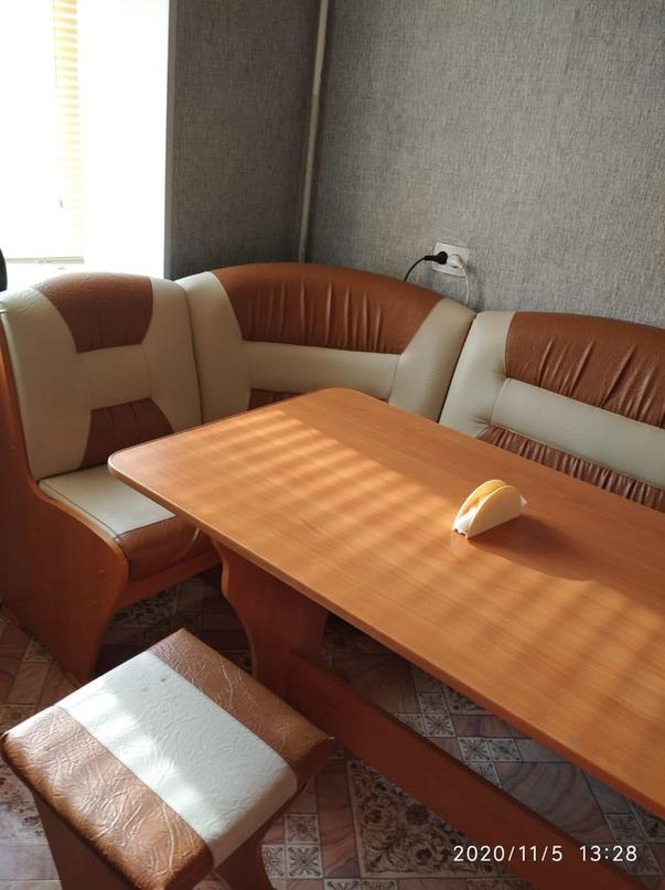 Купить кухонный уголок.стол и 2 | Объявления Орска и Новотроицка №11008