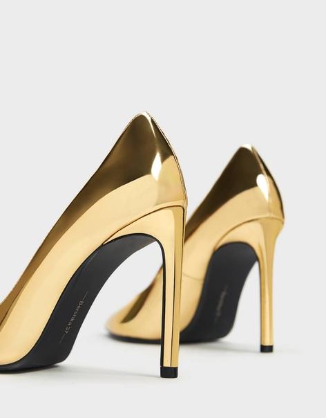 Туфли на каблуке-шпильке