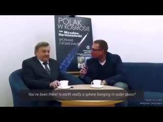 Польский космонавт Мирослав Гермаше́вский признал что Земля плоская