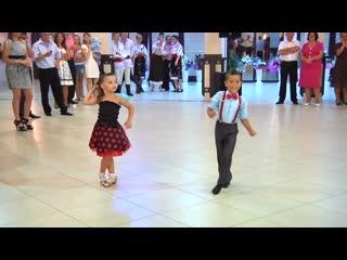 Дети танцуют не хуже взрослых профессион...ц юных бальников