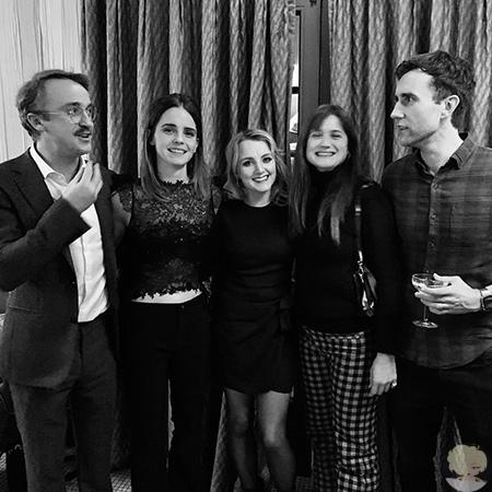"""Эмма Уотсон и Том Фелтон отметили приближающееся Рождество с коллегами по фильму """"Гарри Поттер"""""""