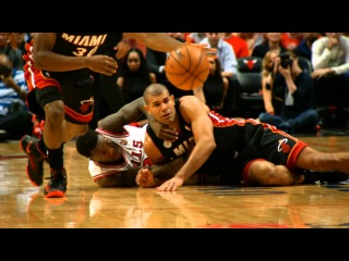 Phantom: LeBron James' BIG game 4 dunk in Chicago!