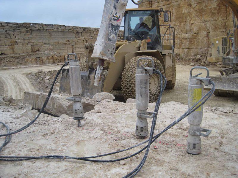 Гидроклин Darda эффективен для разрушения бетона и демонтажных работ любой сложности