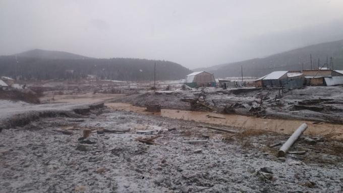 В Красноярском крае при разрушении дамбы погибли по меньшей мере 15 человек