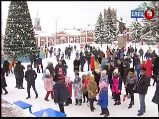 Кто сильнее, ловче и быстрее: у главной новогодней ёлки прошел спортивный праздник Зимние забавы
