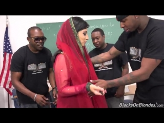 Негры ученики ебут свою училку мусульманку Nadia Ali (group, blowjob, black)