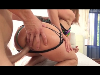 Chris Strokes worships Krissys booty fucks her KL