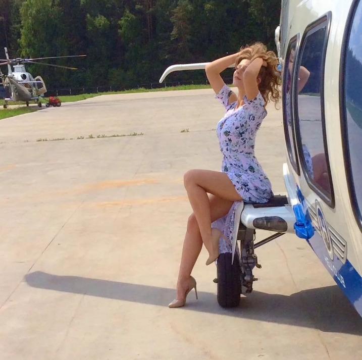 Лиза Арзамасова поддерживает фигуру в отличной форме
