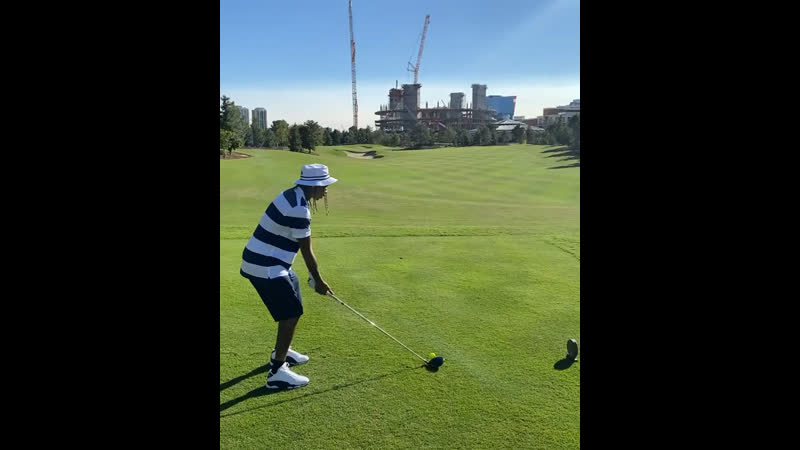 Tyga plays golf and the whole world watches lol