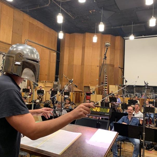 Педро Паскаль поделился фоточками с записи саундтрека к «Мандалорцу»