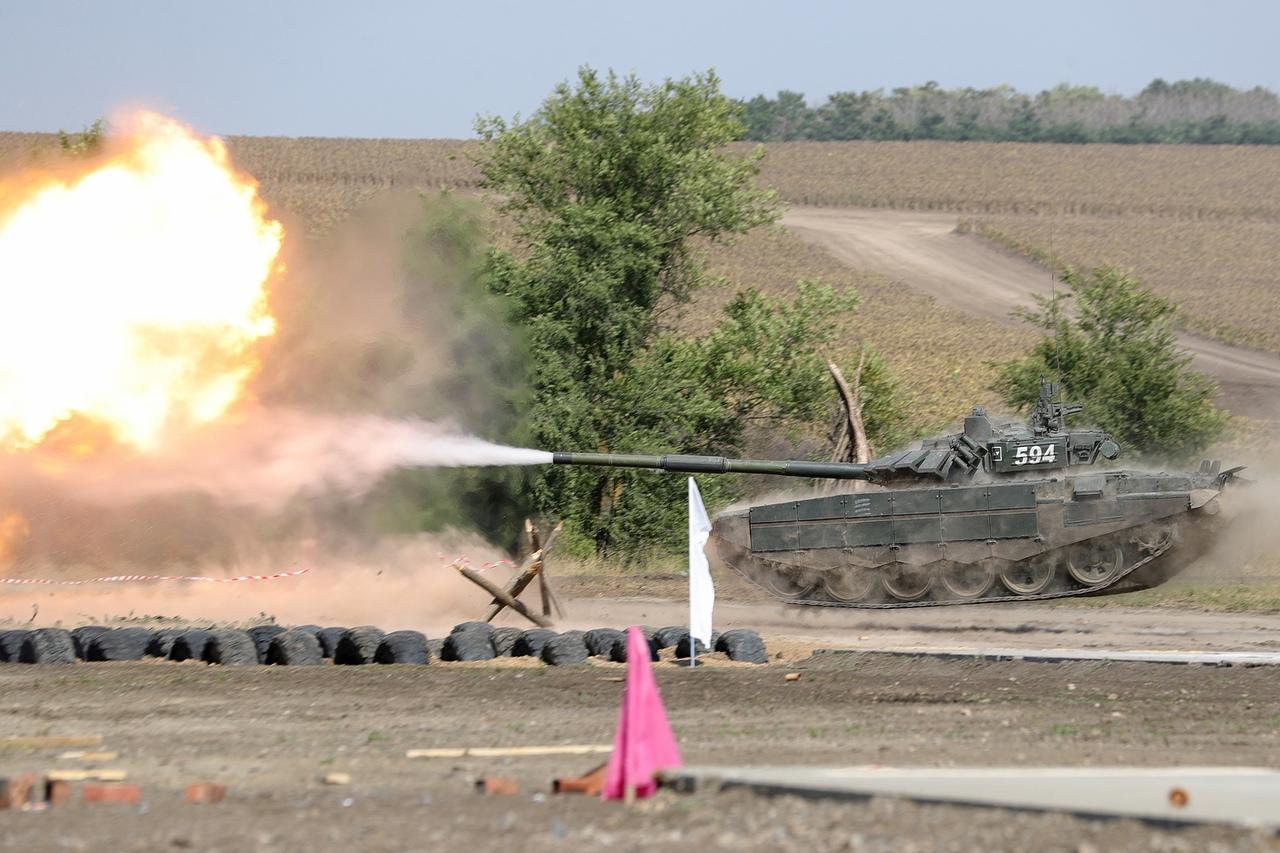 Под Таганрогом посетители форума «Армия-2020» могут увидеть летающие, плавающие и вальсирующие танки