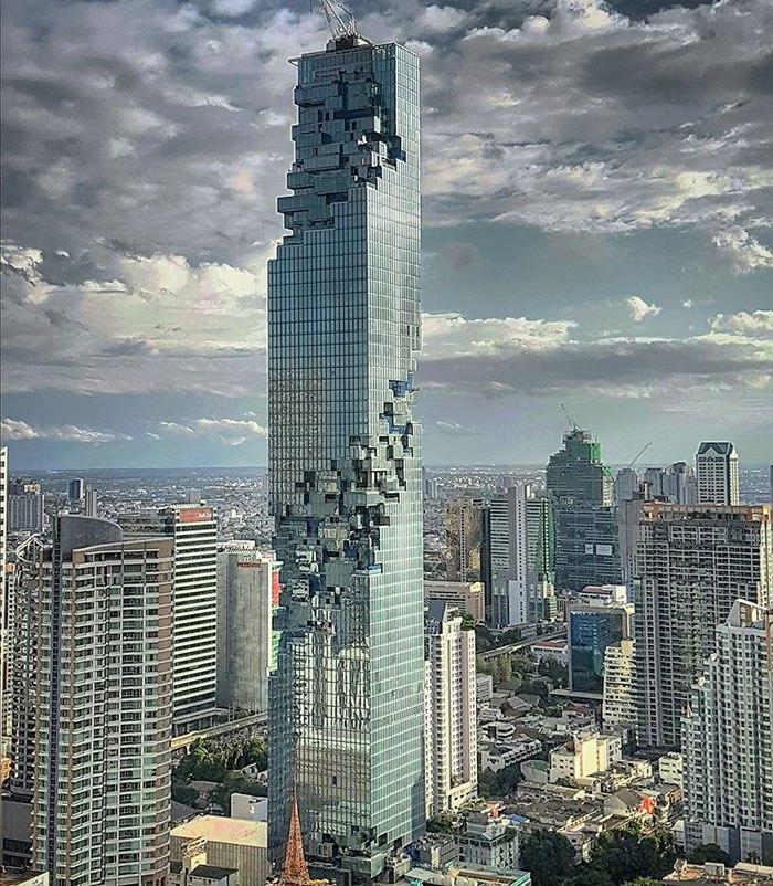 Новый небоскреб в Таиланде выглядят так, будто его забыли достроить