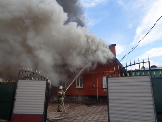 В Курской области горели дома и сарай