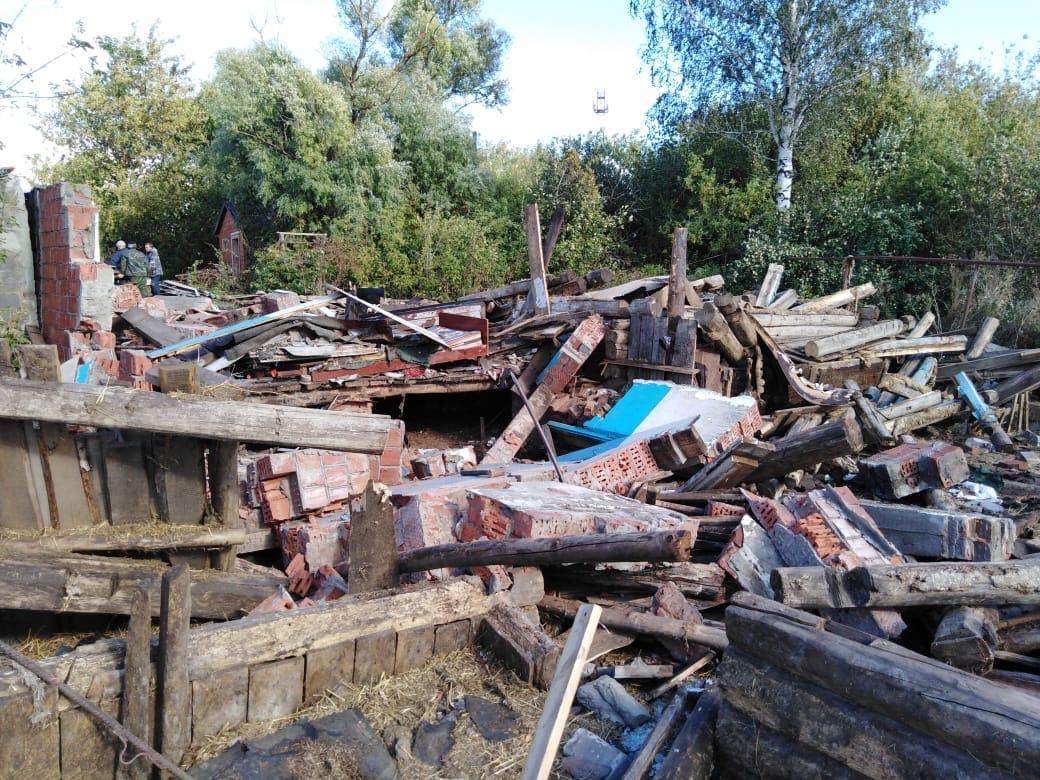 кирпичная стена завалила мужчину в Починках 15 сентября