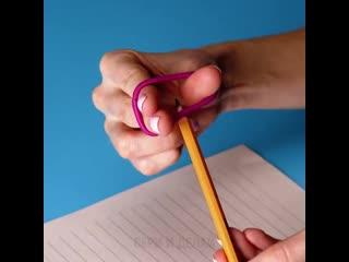 учим держать карандаш с помощью резинки  новое