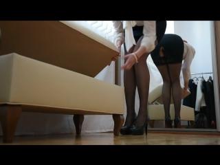 Жесть! примерила чулки: черные и бежевые (pantyhose stocking socks feet foot fetish фут фетиш колготки чулки нейлон)