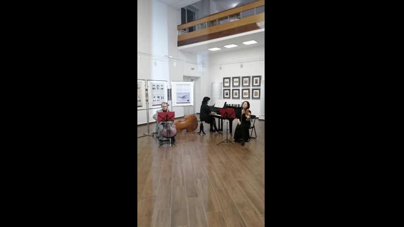 И жизнь… И к Родине любовь Выставка в КОХМ выступает Камерный ансамбль преподавателей рук ль Журавлева Т М