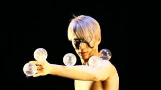 Ball juggling and Contemporary dance - Juggler MARO