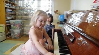 Ярослава (3 года) и Марианна (6 лет) Лемешкины. Музыкальная сказка.