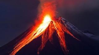 Lava fountain and ash! Night eruption of volcano Sangay in Ecuador / erupción del volcán sangay