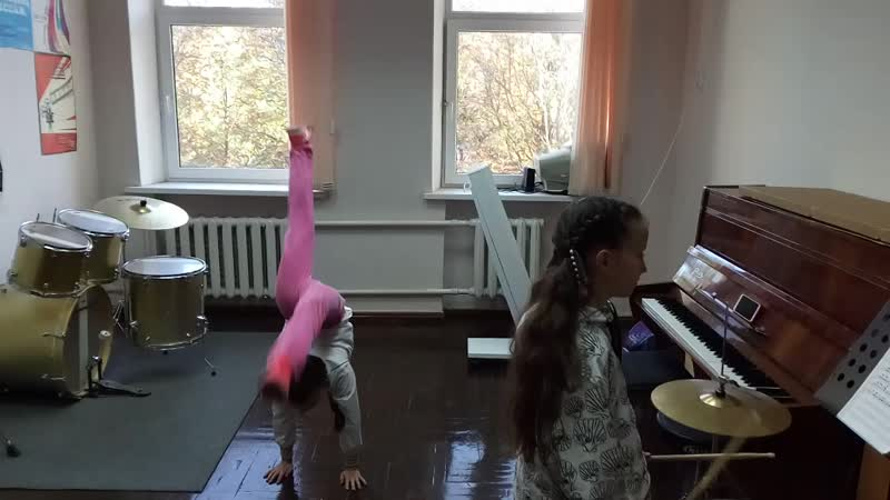 Маша и Алина барабанщицы