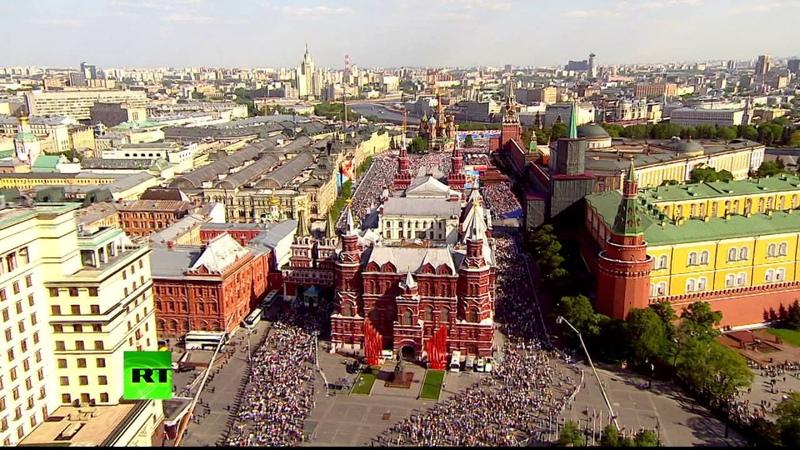 Бессмертный полк в Москве с высоты птичьего полета