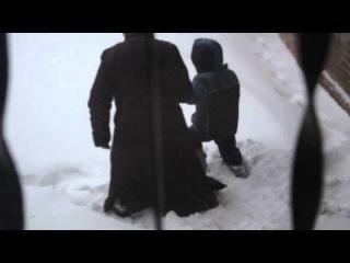 Бабушка с внуком идут в садик. Но видимо не судьба
