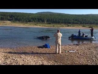 В Усть-Куте утонула машина