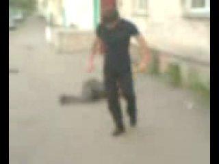 Два скина напали на кавказца. Кавказец оказался борцом
