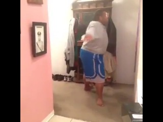 даже толстый танцует лучше чем ты