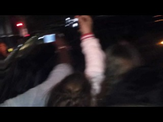 Justin Bieber getting chased inside a car by fans in London (INSANE MOMENT)