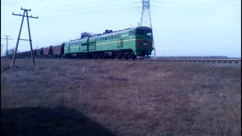 Тепловоз 2ТЕ10Ут 0018 с грузовым поездом №2510 следует на станцию Белая Криница Одесская Жд