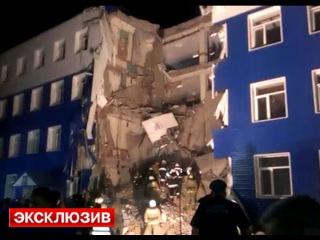 Спасатели разбирают завалы рухнувшей казармы ВДВ в Омске - Первый по срочным новостям — LIFE | NEWS