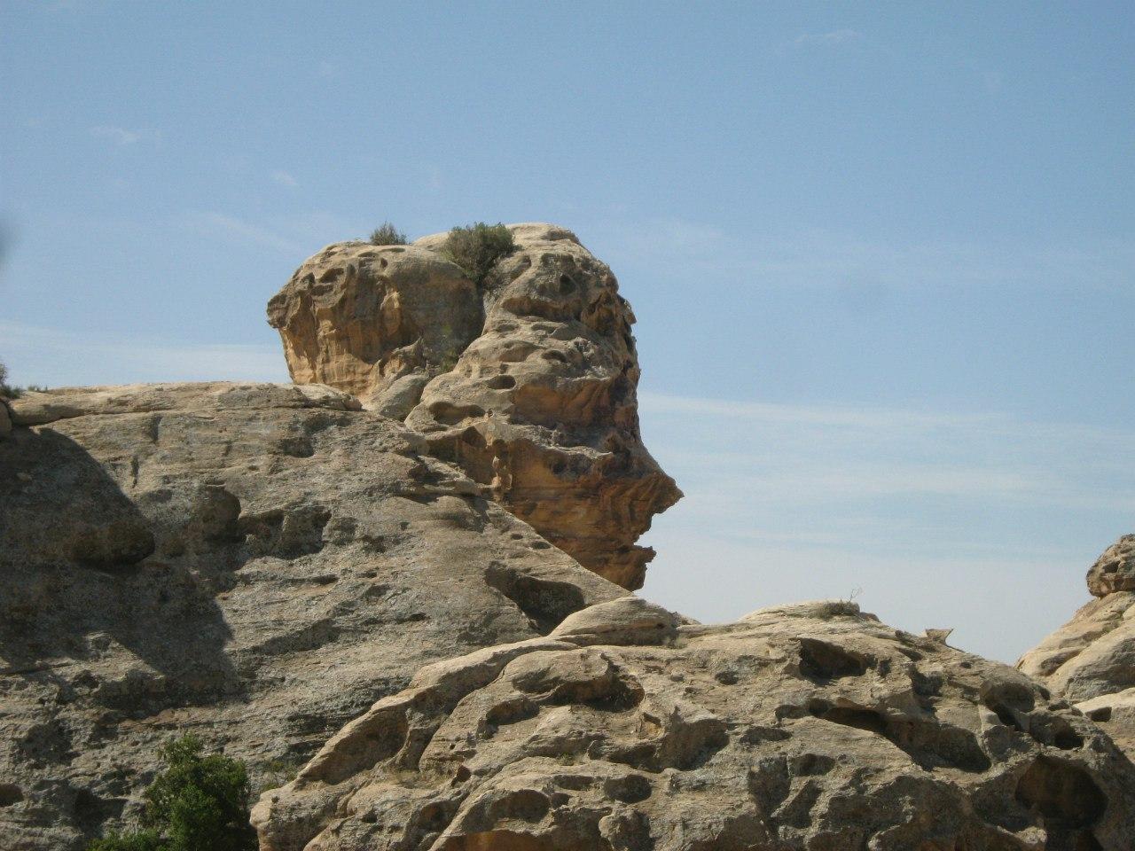 Окаменевшее лицо древнего человека в Малой Петре