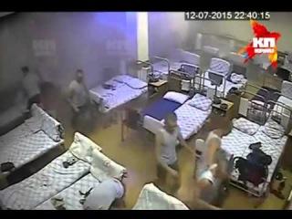 Видео обрушения омской казармы 242-го учебного центра ВДВ в посёлке Светлый 12 июля 2015 года