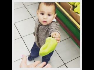 Алиана Устиненко on Instagram: Сама я не разбираюсь какие продукты брать в магазине,но мой сынок мне помогает с выбором)Всегда знает где свежие овощи