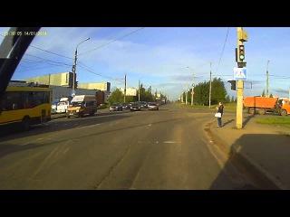 Момент ДТП на перекрестке ул. Автозаводская - Берша (Ижевск)