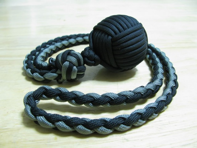 Paracordist Monkeys Fist self defense lanyard - how to tie a manrope knot and 4 strand round braid