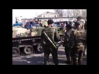 Краматорск, танки перешли на сторону ополченцев 16/04/2014 ►Украина ►Донбасс Украина!