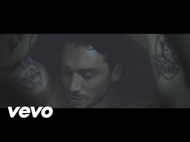 Fabrizio Moro - Sono anni che ti aspetto (Official Video)