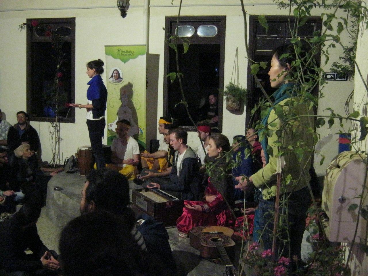 """""""международная медитация"""" в Джадал"""