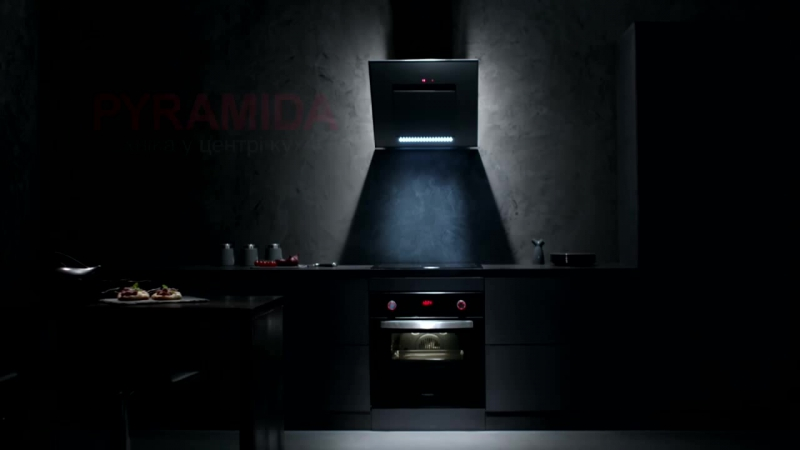 Pyramida техника в центре кухни