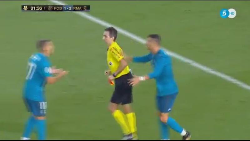 Барселона Реал Роналду отримав скандальне вилучення і штовхнув арбітра