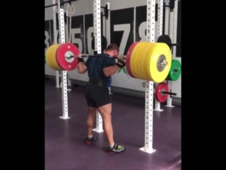 Аркадий Шалоха приседает 250 кг на 3 раза