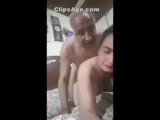 Desi old man fucking aunty self recording