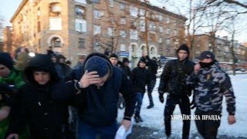 Активісти обплювали Крисіна і погнали копняками
