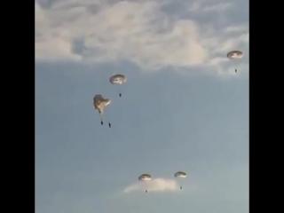 Схождение на прыжках с ИЛ-76. Рязань Сцепились парашютами: аварийное приземление рязанских десантников
