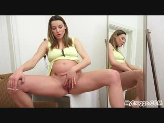 Smoking-while-pregnant-and-masturbating-too